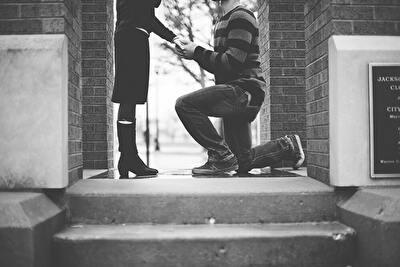プロポーズのモノクロ